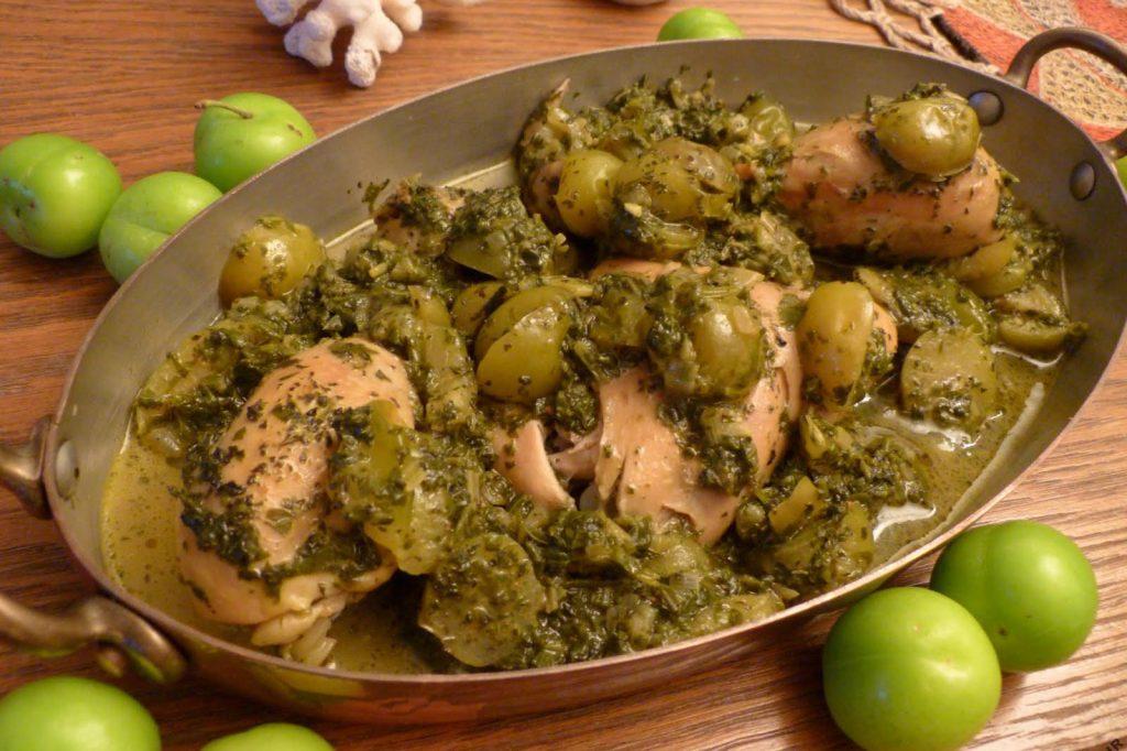 خورش چغاله بادام و گوجه سبز
