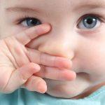 تمیز کردن گوش نوزاد