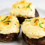 طرز تهیه قارچ شکم پر با مرغ و پنیر فتا